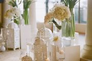 στολισμο γάμου με λευκα λουλουδια  και φαναρια